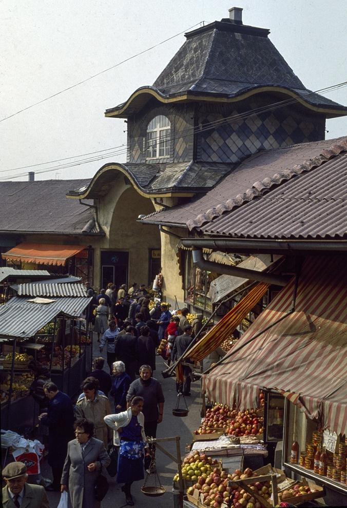 Sarajevo 1990: il mercato nel quartiere della Bascarsija (la piazza del mercato).